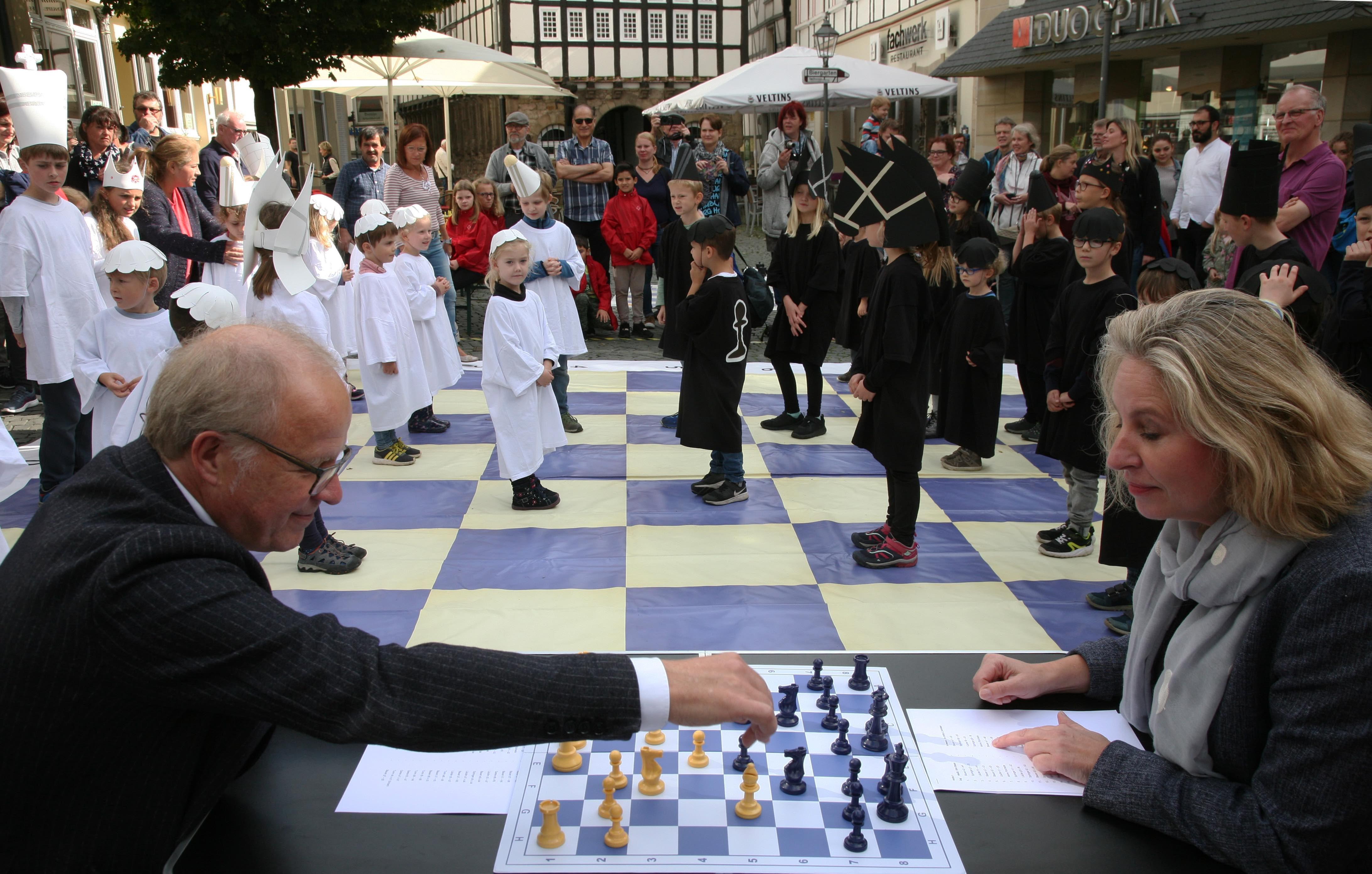 Lebendiges Schach in der Hattinger Altstadt